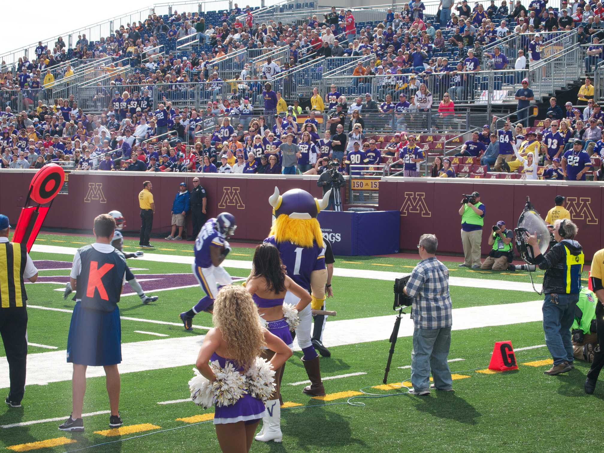 Jennings Makes a Catch in the End Zone