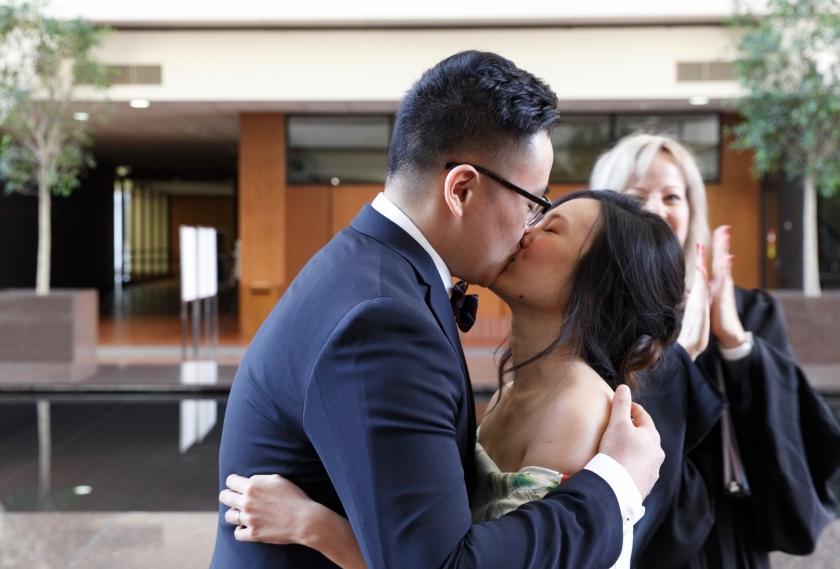 kiss-bride